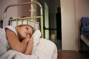 девушка на больничной кровати