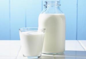 молоко в банке