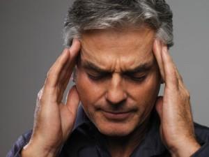 мужчину болит голова