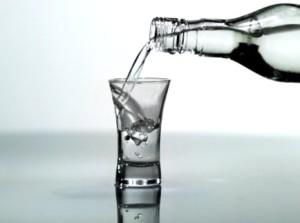 бутылка и стакан