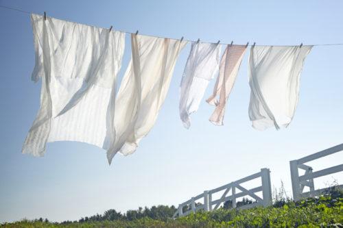 белье сушится на воздухе