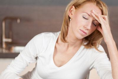 женщину болит голова