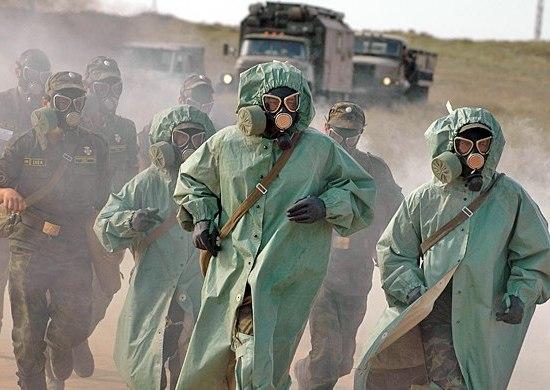 Солдаты в ОЗК и противогазах